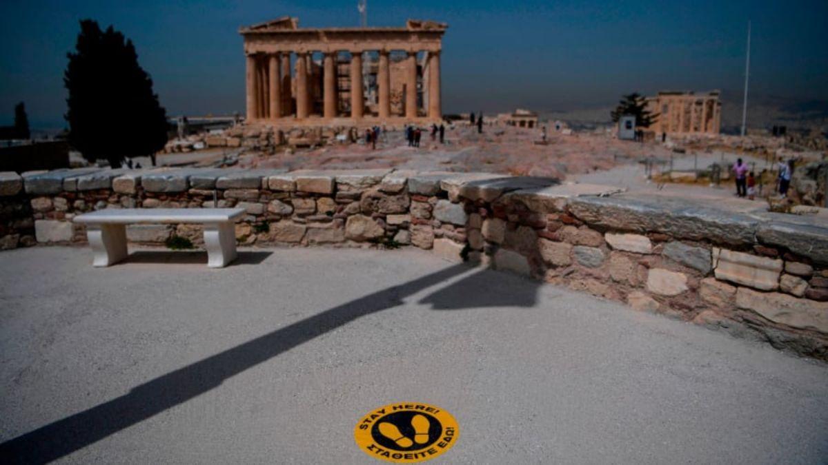 Αθήνα, Ακρόπολη με αυτοκόλλητα για τήρηση αποστάσεων