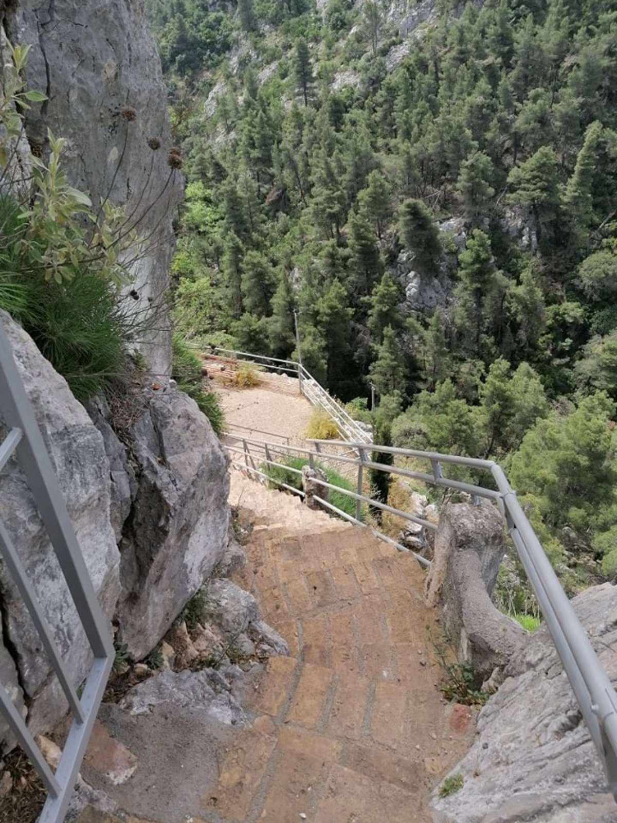 εκκλησάκι αγία μαρίνα πάρνηθα σκάλες