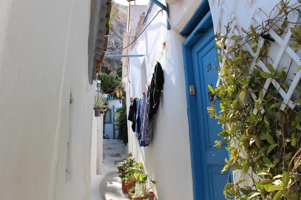 Η Πλάκα είναι η πιο όμορφη γειτονιά της Αθήνας που ψηφίστηκε καλύτερος προορισμός για Νοέμβριο