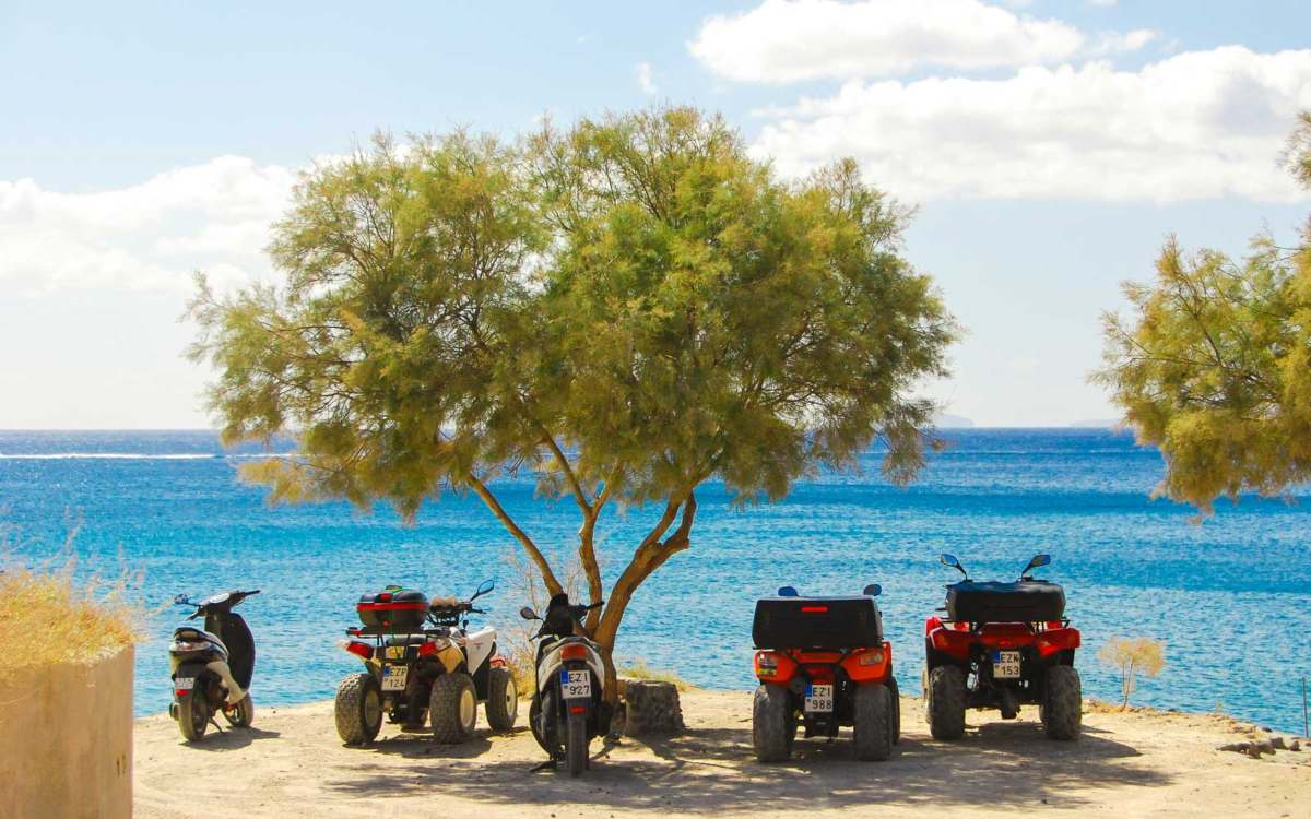 Η οδήγηση στα ελληνικά νησιά είναι δύσκολη και τα ATV αποτελούν σταθερή επιλογή των επισκεπτών