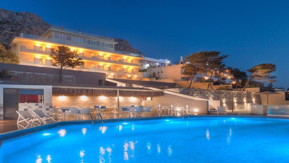 Carian Hotel φωτισμένη πισίνα