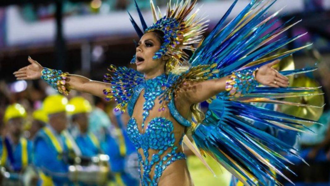 Χορεύτρια σάμπα στο καρναβάλι του Ρίο ντε Τζανέιρο