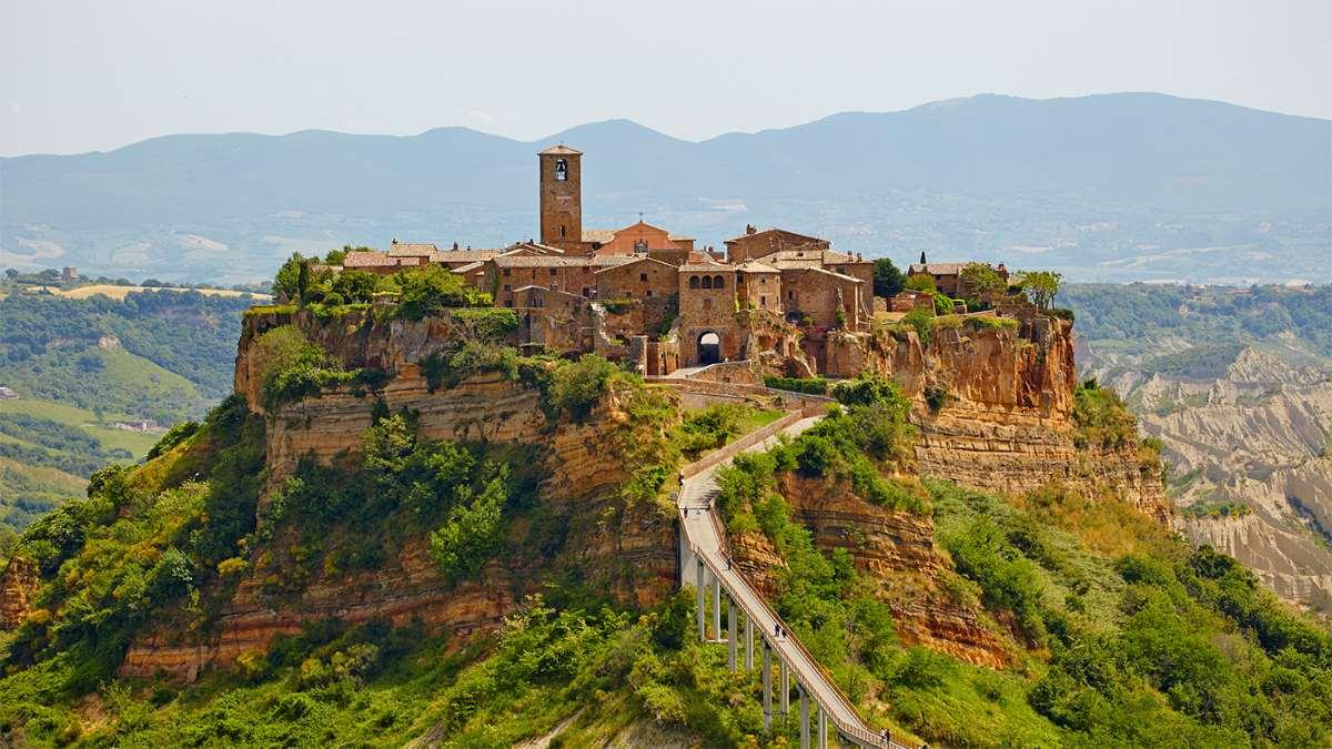 Civita di Bagnoregio ιταλική πόλη σε λόφο