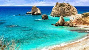 Ατέλειωτο καλοκαίρι, λίγα κρούσματα, χωρίς καραντίνα: η Daily Mail αποθεώνει την Κύπρο ως τουριστικό προορισμό