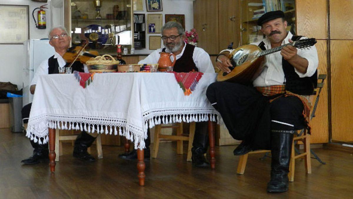 Ντόπιοι στην Κύπρο τραγουδούν