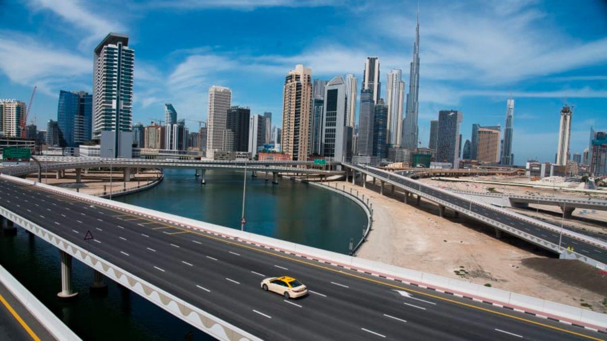 Άδειος δρόμος στο Ντουμπάι