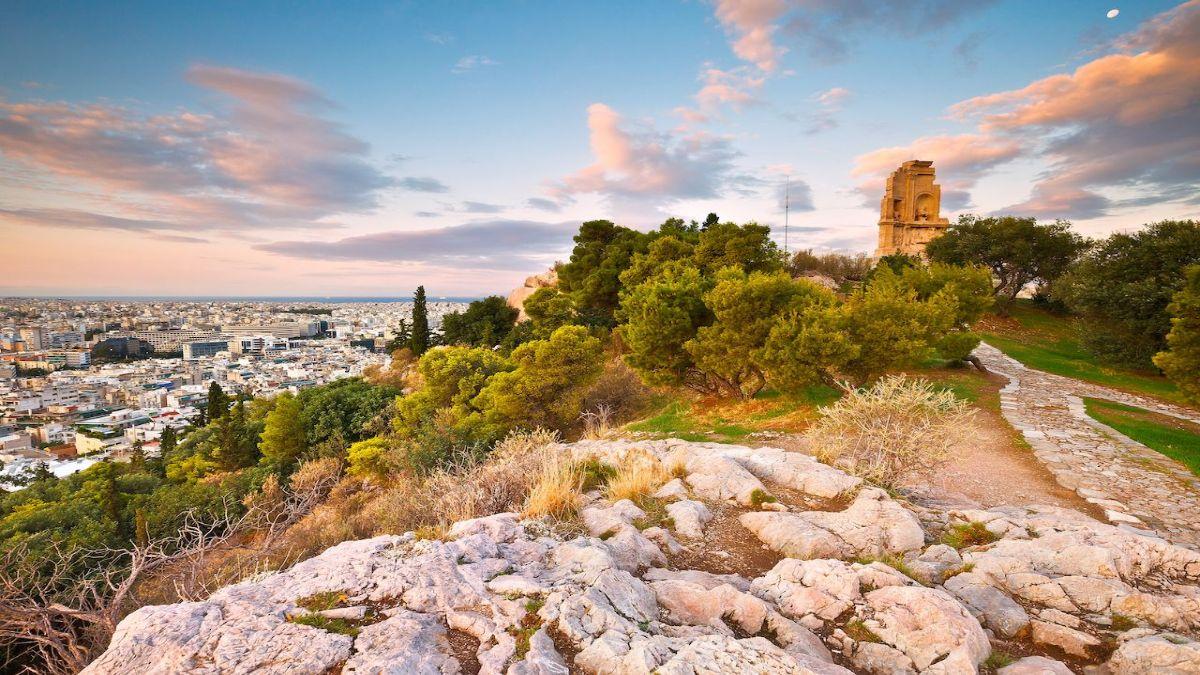 Η Αθήνα αφ' υψηλού! Βολτάρουμε στα 10 μέρη με την καλύτερη θέα στην πόλη...