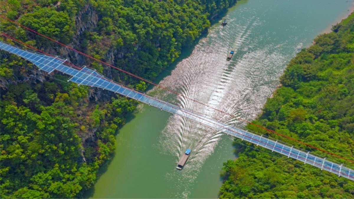 γυάλινη γέφυρα Κίνα με drone