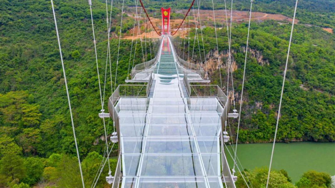 γυάλινη γέφυρα Κίνα κοντινό