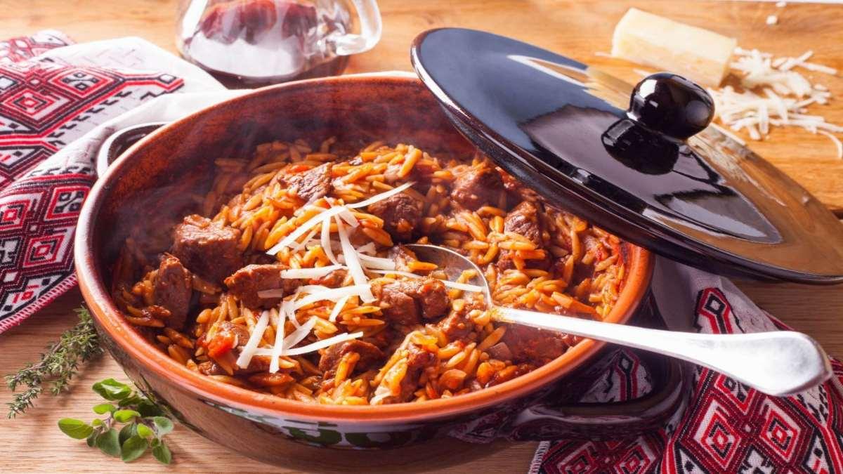 γιουβέτσι σε πήλινο ελληνική κουζίνα