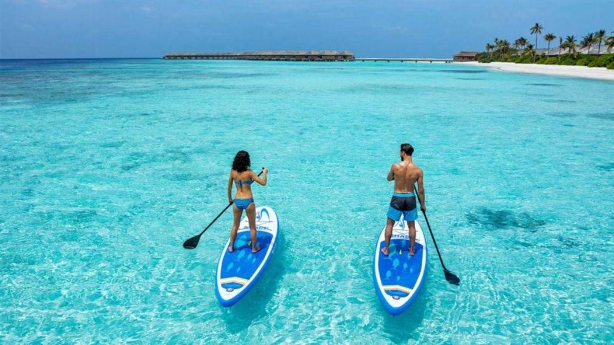 Μαλδίβες ζευγάρι που κάνει sup