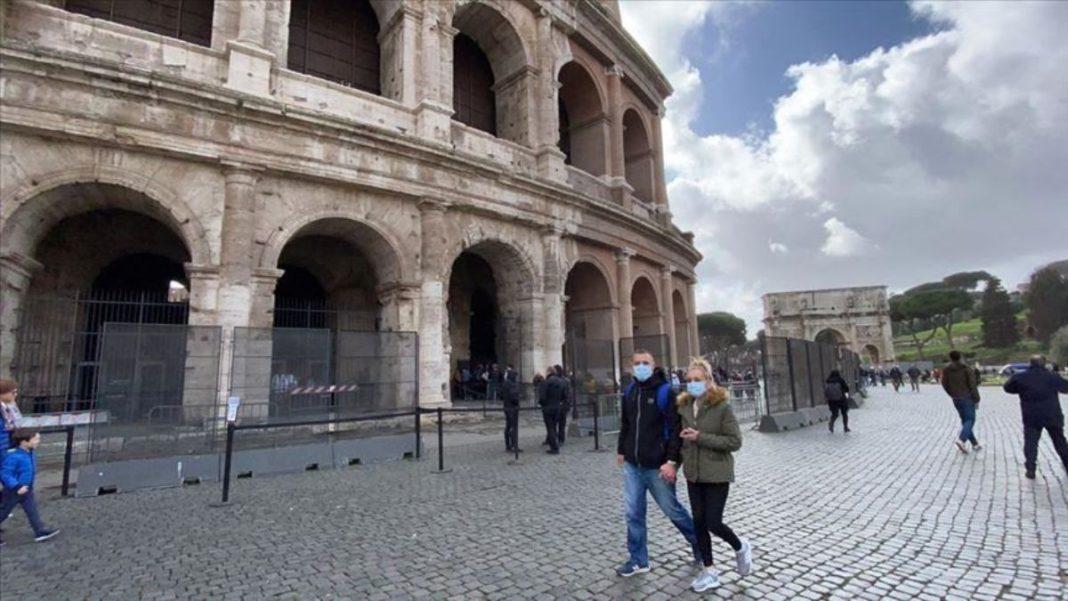 Ταξιδώτες με μάσκα στην Ιταλία