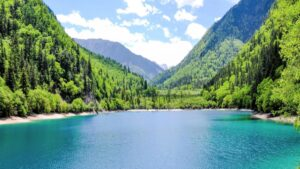 Travel+Leisure: Τα πιο γαλάζια νερά στον κόσμο – Λίμνες, θάλασσες και στην 1η θέση μια ελληνική παραλία!