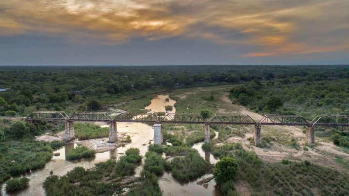 The train on the Bridge πανοραμική άποψη της γέφυρας