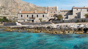 Μάνη: ένα εκπληκτικό ξενοδοχείο με βαθμολογία 9,1 που στεγάζεται σε ένα υπέροχο ανακαινισμένο κτιριακό συγκρότημα του 19ου αιώνα δίπλα στη θάλασσα!