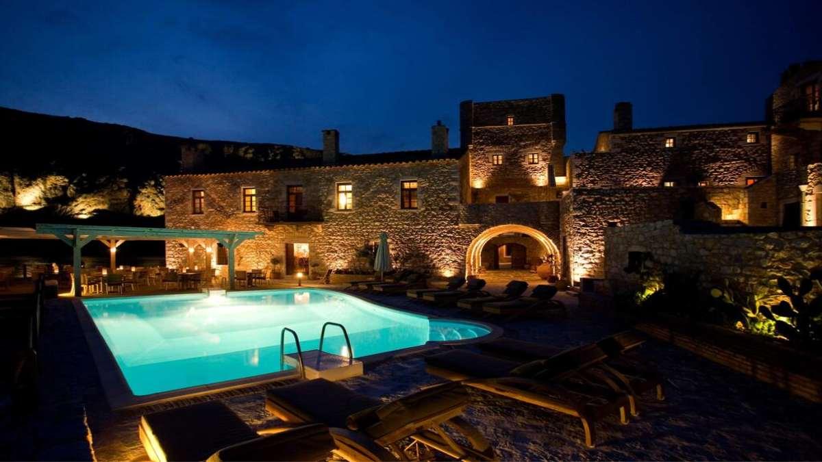 Kyrimai ξενοδοχείο εξωτερική άποψη νυχτερινή πισίνα