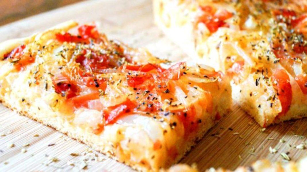Λαδένια Κιμώλου, η ελληνική παραλλαγή της πίτσας