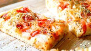 """Λαδένια Κιμώλου: η """"ελληνική πίτσα"""" που θα αγαπήσετε"""