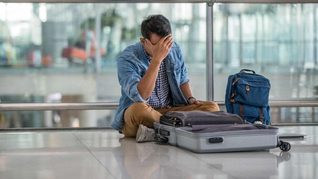 αεροδρόμιο άντρας βαλίτσες