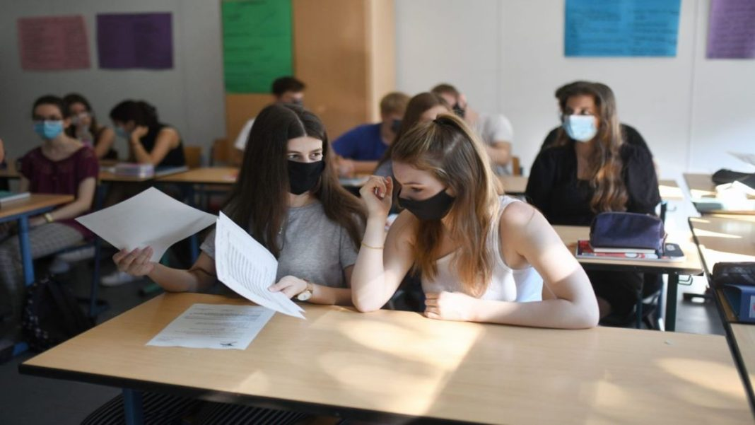 Με μάσκες στα σχολεία