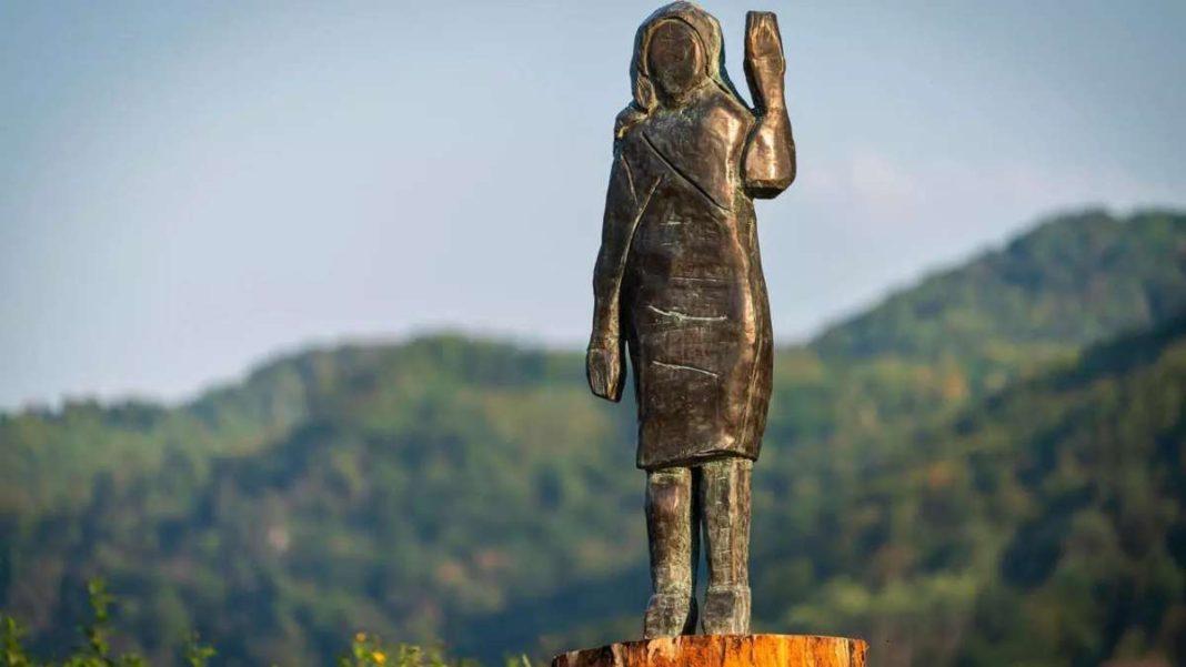 Μελάνια Τραμπ άγαλμα μπρούντζινο Σλοβενία