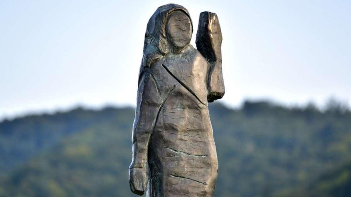 μπρούντζινο άγαλμα Μελάνια Τραμπ Σλοβενία κοντινό