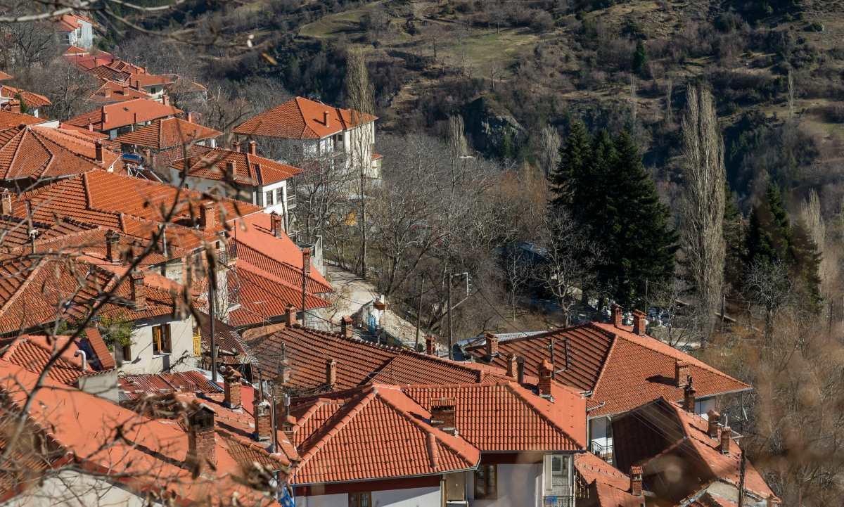 Οι κεραμοσκεπές των σπιτιών στο γραφικό Μέτσοβο