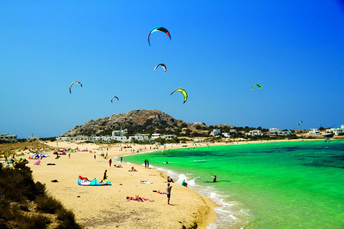 Η διάσημη για το kite surf παραλία Μικρή Βίγλα στη Νάξο