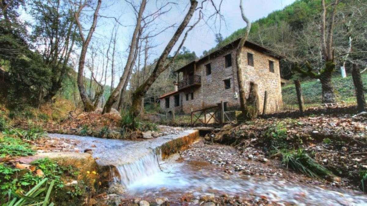 πήλιο ορεινό χωριό Μηλιές ρυάκι πέτρινο σπίτι