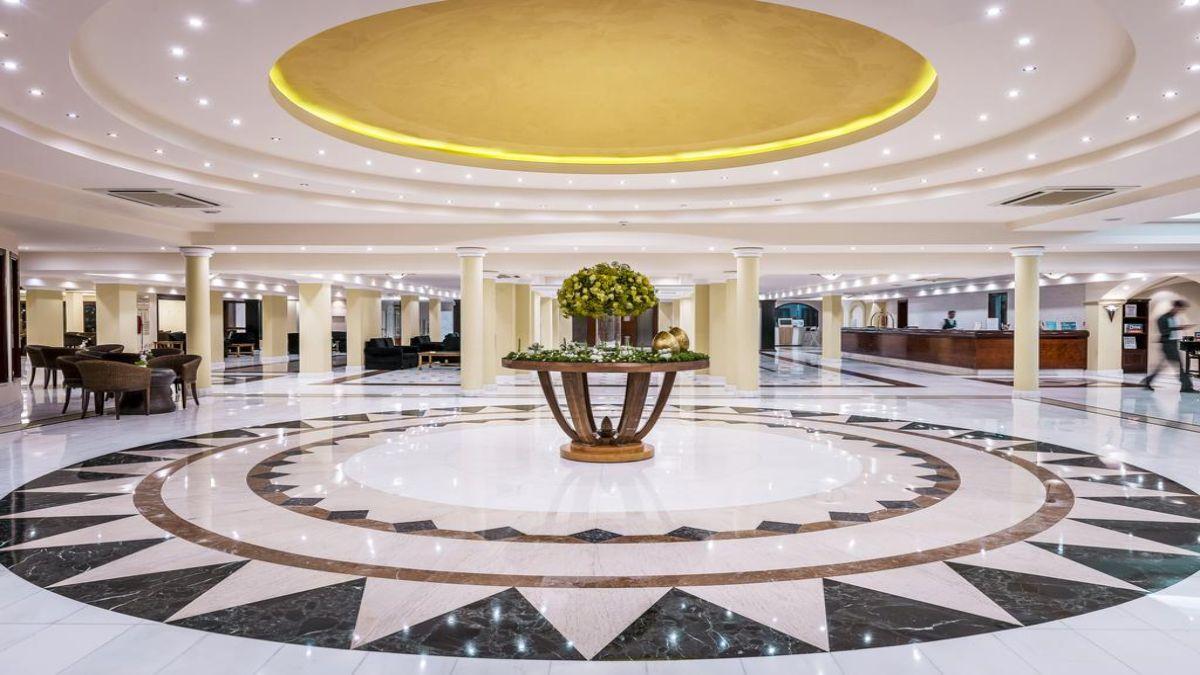 το πολυτελές εσωτερικό του ξενοδοχείου