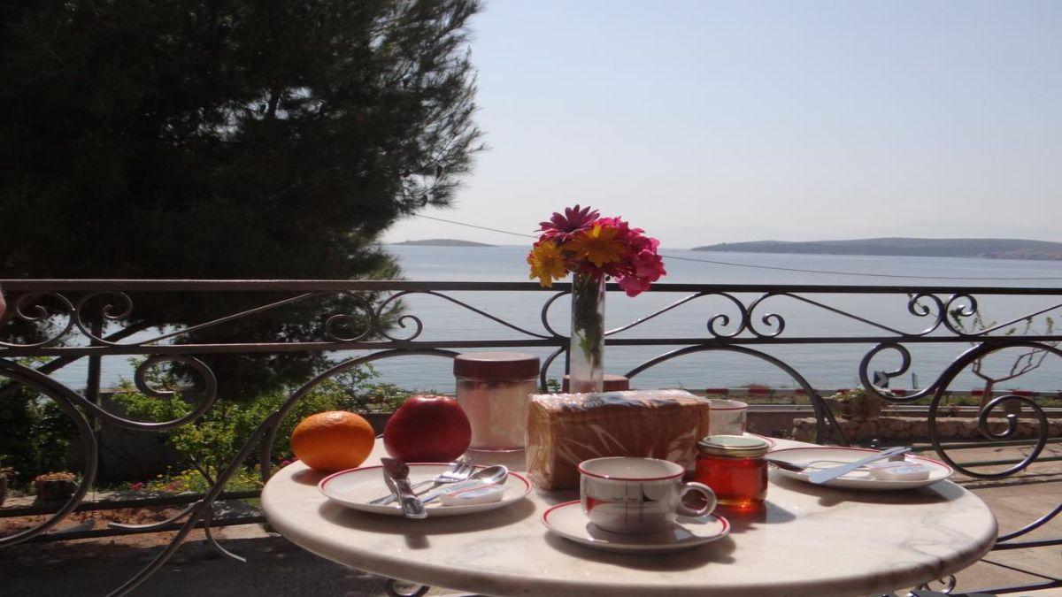 νηρηίδες πρωινό στο μπαλκόνι
