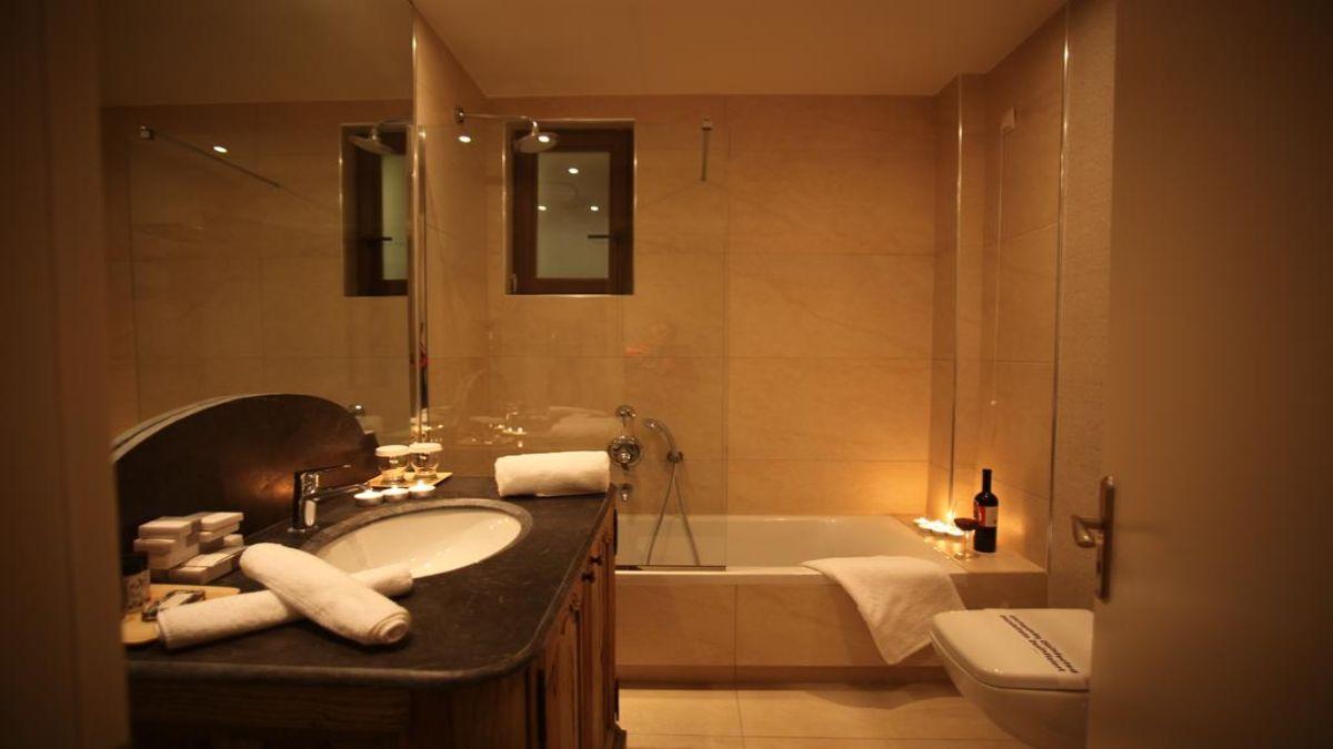 Μπάνιο με τζακούζι