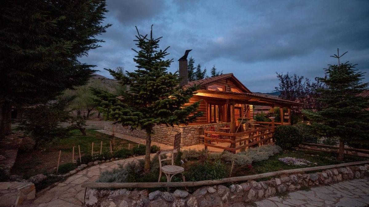 Ξύλινο σπίτι στο δάσος