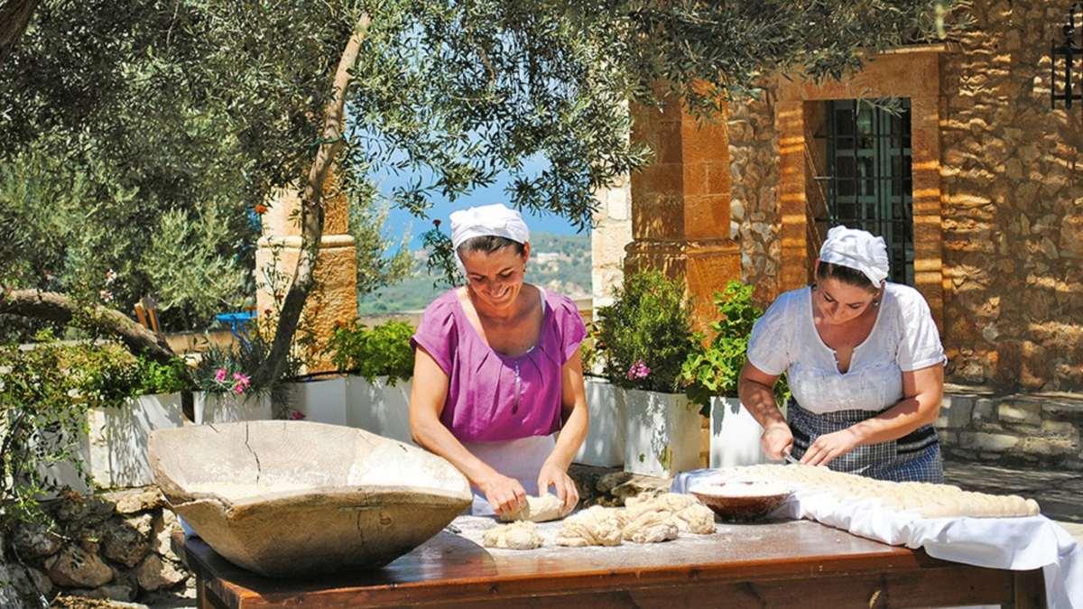 Παγκόσμια Ημέρα Τουρισμού 27 Σεπτεμβρίου ζυμωμα ψωμιού