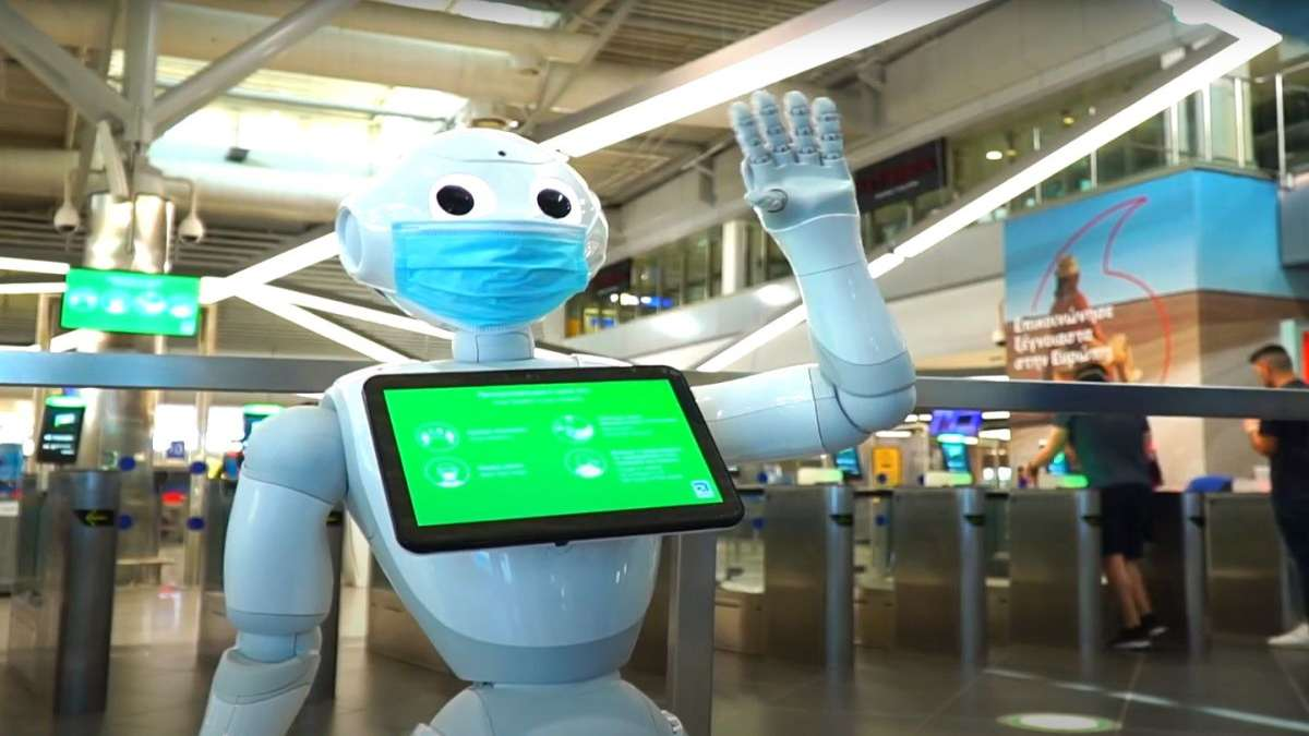 Pepper ρομπότ αεροδρόμιο Ελευθέριος Βενιζέλος με μάσκα