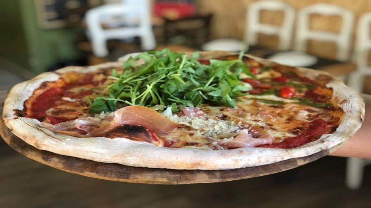 Πίτσα με ρόκα στο Pizzaiolo