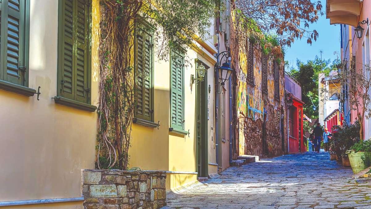 νέα μέτρα απαγόρευσης κυκλοφορίας και άδειοπι δρόμοι στο κέντρο της Αθήνας