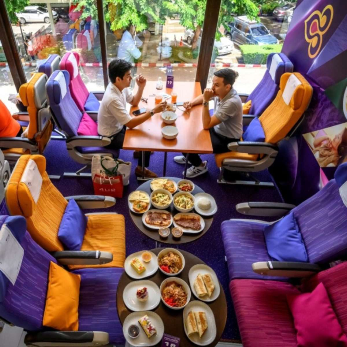 plane cafe ταϊλάνδη εσωτερικός χώρος φαγητό