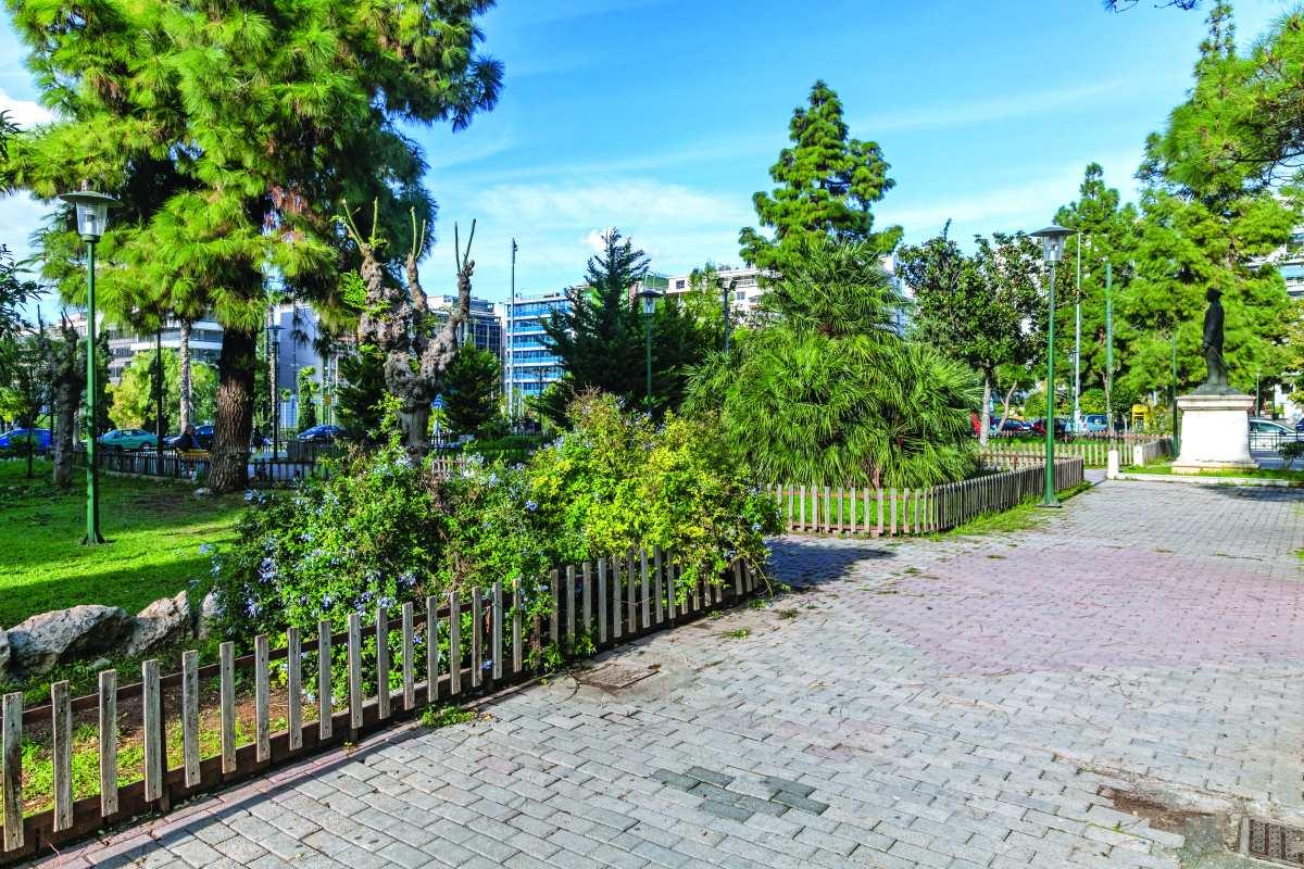 Βόλτα στην Πλατεία Τερψιθέας , που είναι γεμάτη πράσινο