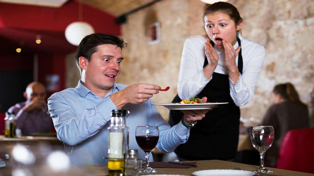 εστιατόριο πελάτης σερβιτόρος