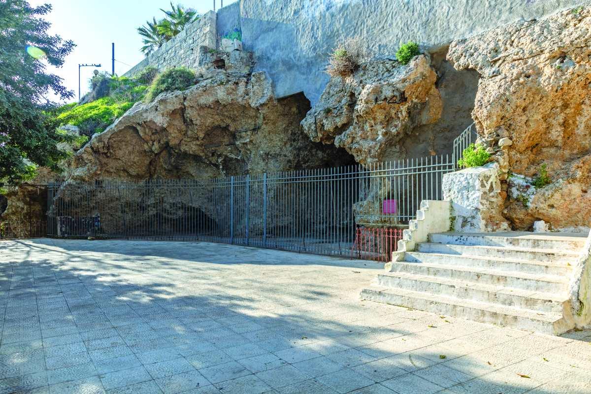Το Σηράγγιο ή αλλιώς η Σπηλιά του παρασκευά στον Πειραιά