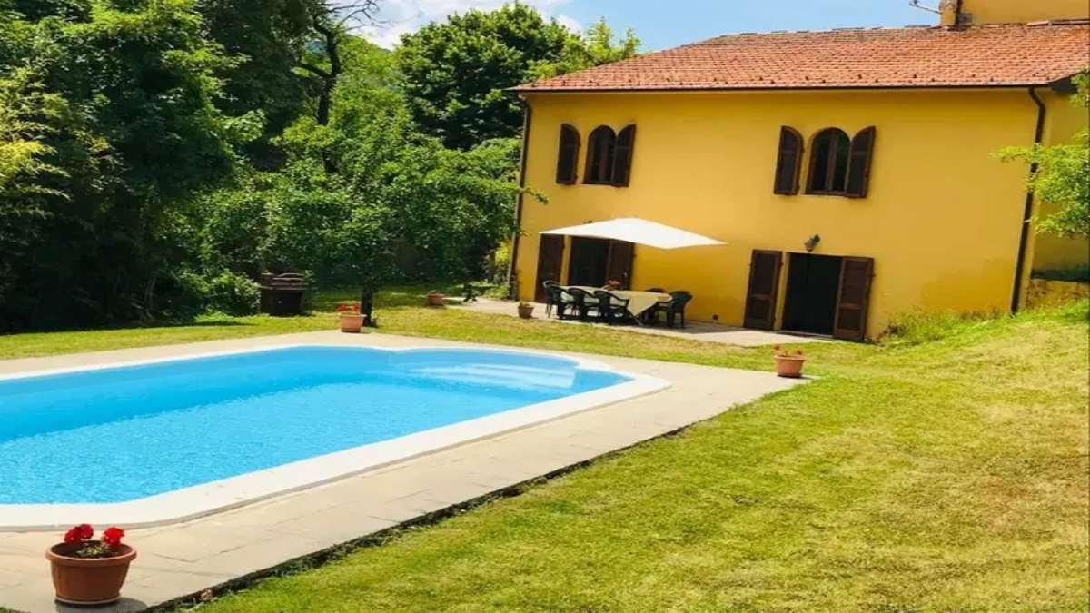 εξοχικό σπίτι με πισίνα Τοσκάνη Ιταλία εξωτερικός χώρος