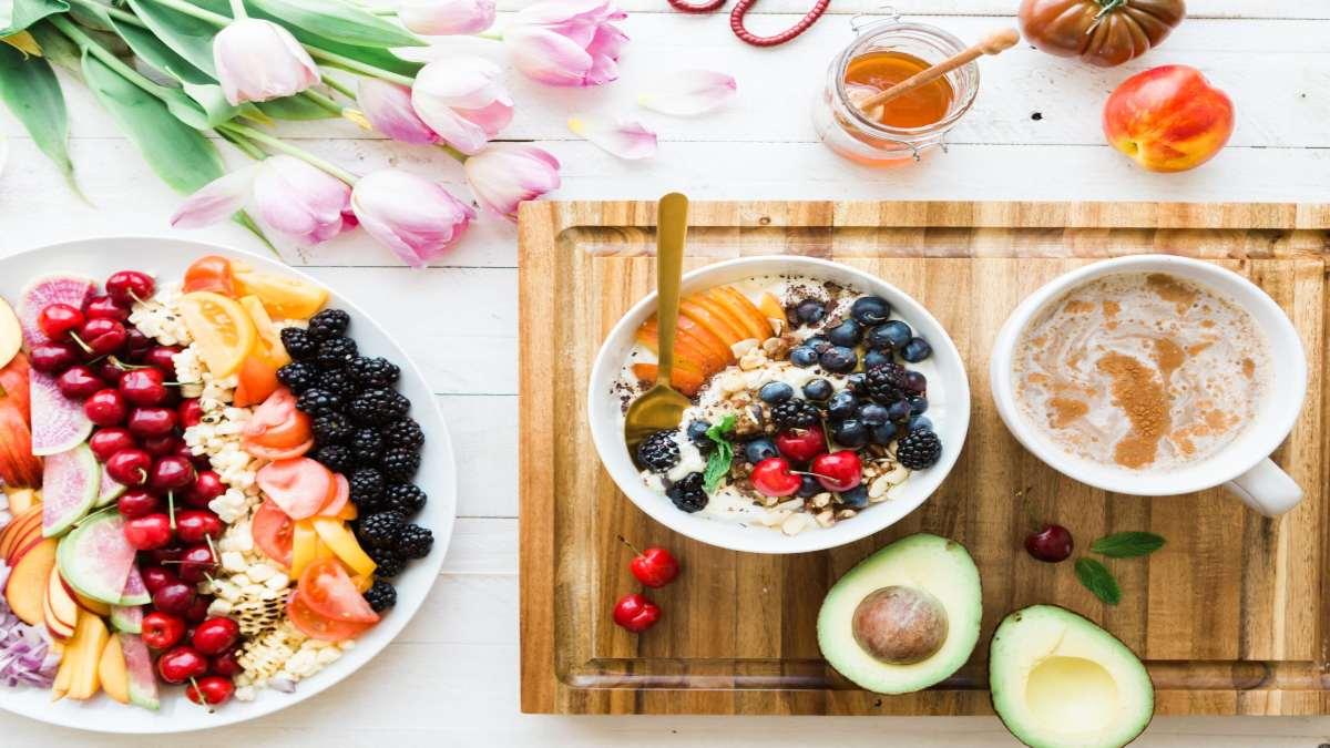 τάσεις γαστρονομία ξενοδοχεία 2021 εναλλακτικοί τρόποι διατροφής παράδειγμα πρωινό