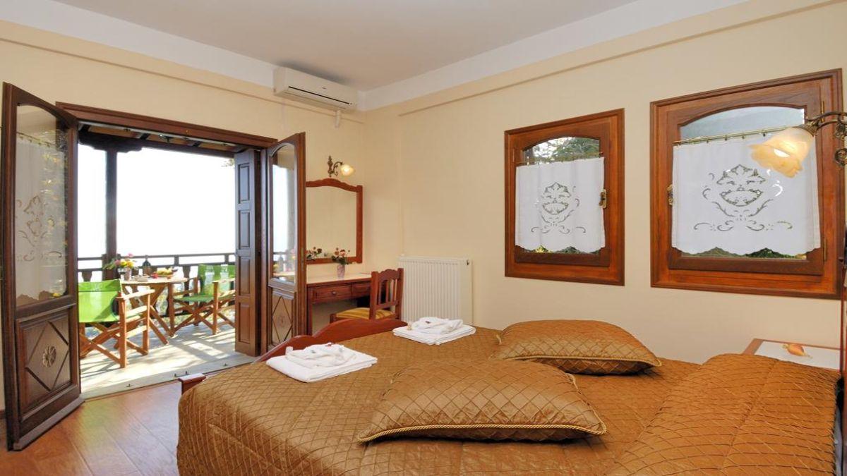 δωμάτιο με μπαλκόνι