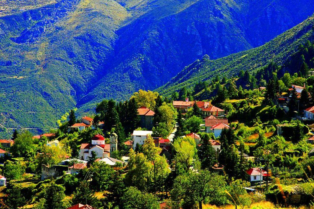 Τρίκαλα Κορινθίας όμορφο χωριό Πελοπόννησος