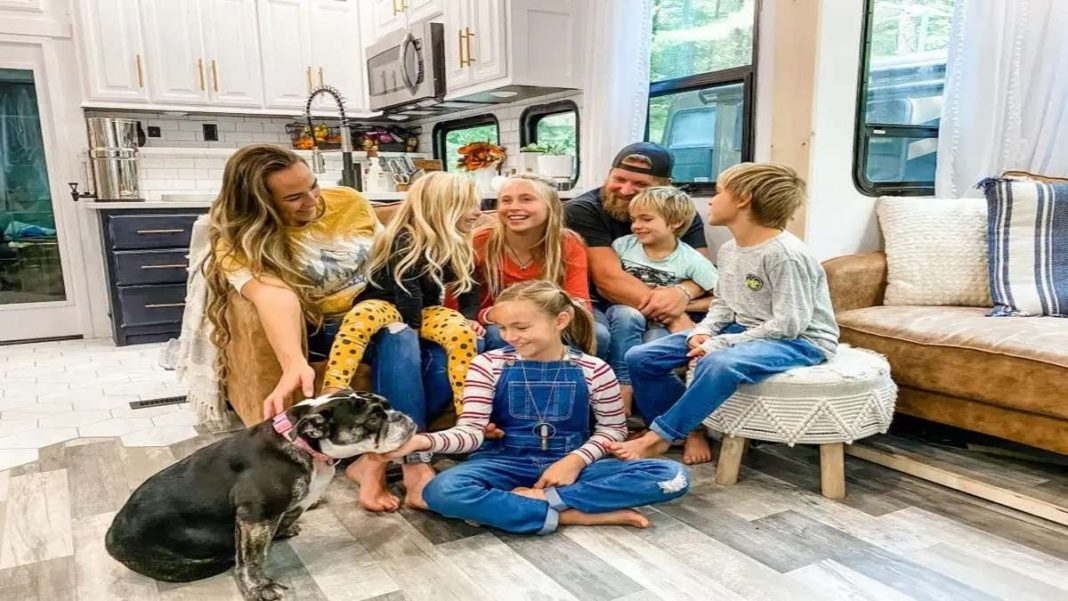 τροχόσπιτο κατοικία καθιστικό οικογένεια