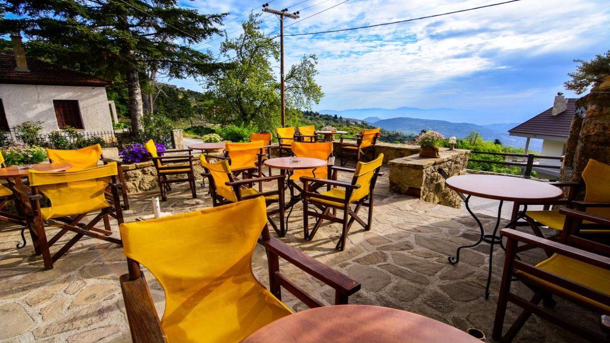 Καφέ με θέα στον ξενώνα Βαρνεβό