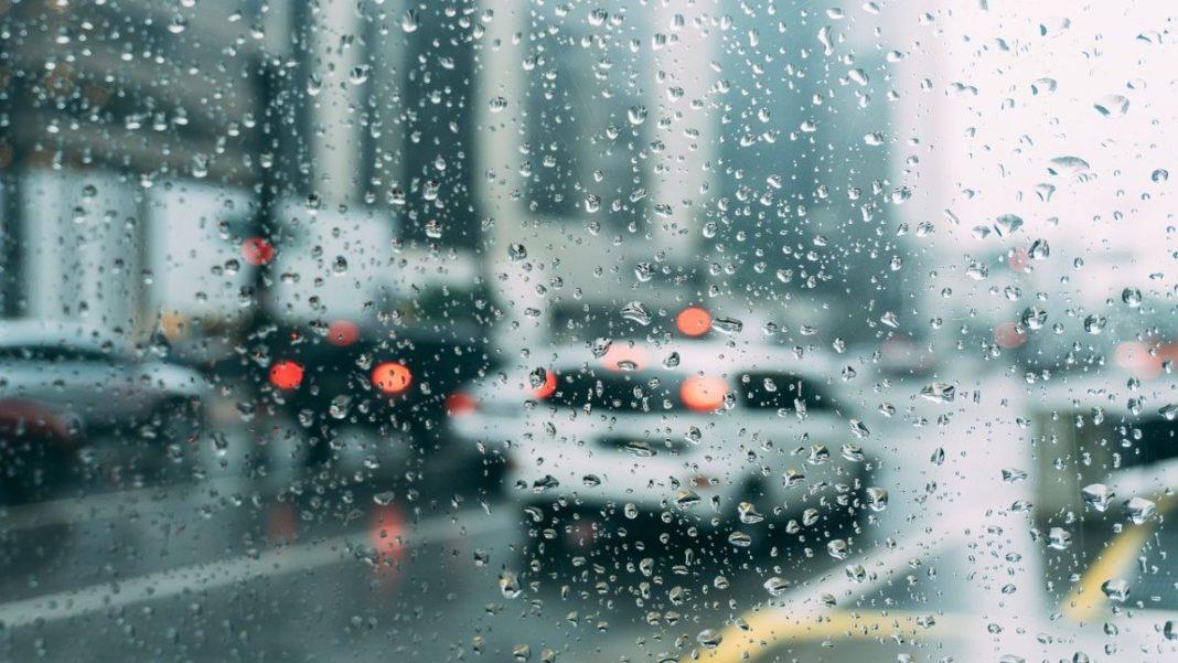 αμάξια στη βροχή