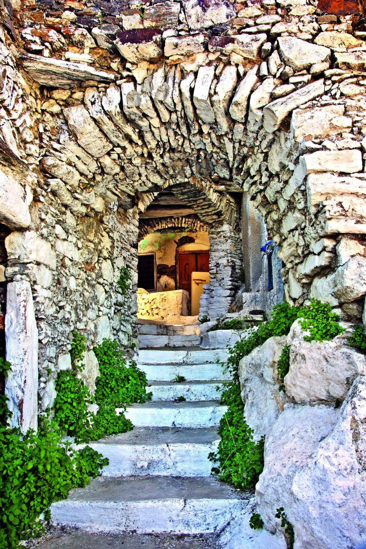 Στο χωριό Κόρωνος, Νάξος