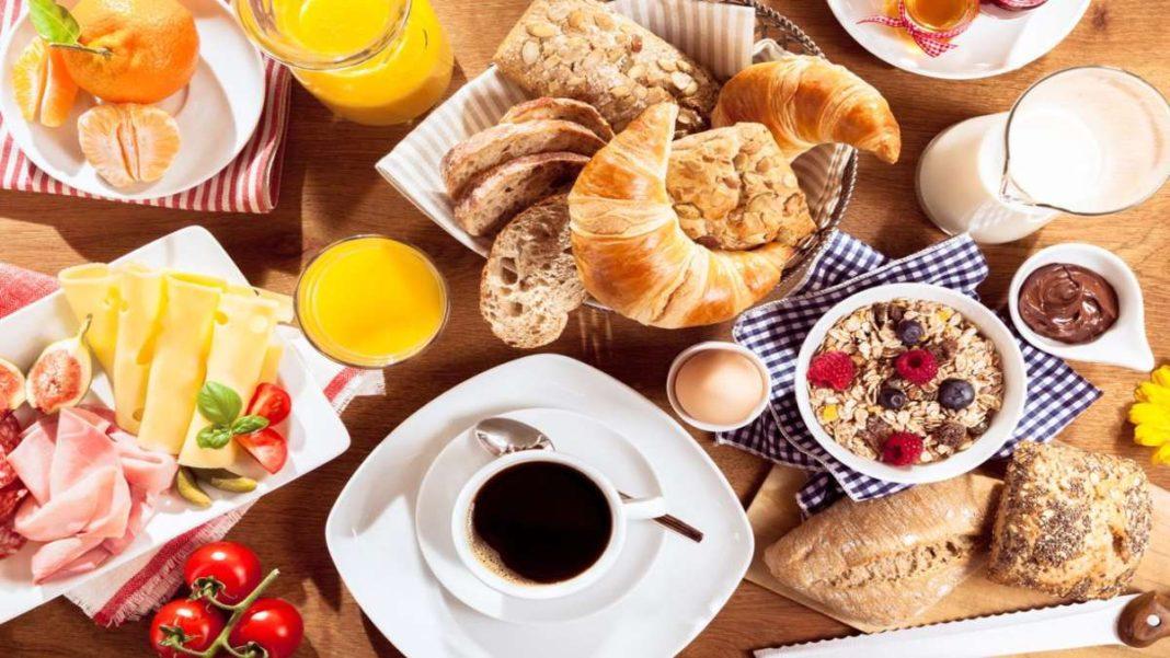 υγιεινό πρωινό στο τραπέζι
